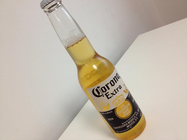 瓶のまま飲んじゃえ! コロナビールを久しぶりに飲んでみた