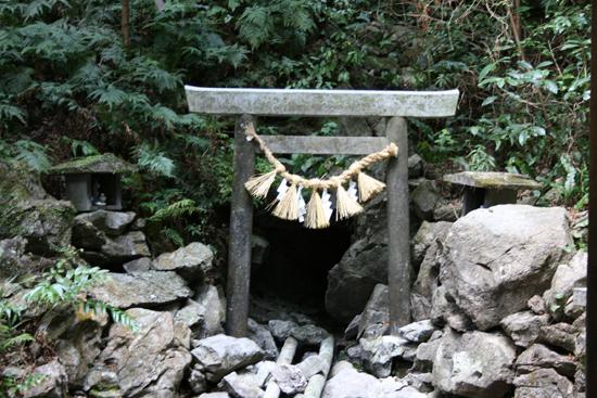 【伊勢志摩旅行記 4】日本各地に点在する天の岩戸伝説の舞台の一つ「恵利原の水穴」は隠れたパワースポットだ!