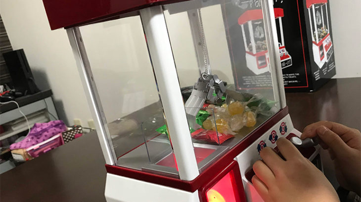 ゲーセンでお金使う前に特訓だ!子供のプレゼント用のおもちゃのクレーンゲームが面白い!