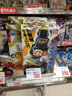 クリスマスプレゼント用ならお早めに!仮面ライダー鎧武 (ガイム) 変身ベルト DX戦極ドライバーはまだ在庫有りの模様