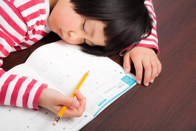 小学生の家庭学習時間は 学年 × 15分!高学年の習い事との両立や睡眠時間、ゲーム時間について考える
