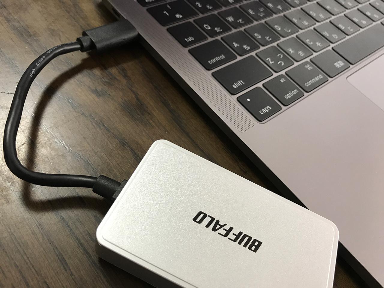 MacBook Pro 2016をメインマシンで使うために購入した周辺機器などご紹介