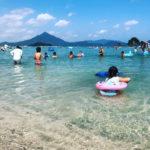 驚くほど遠浅でめっちゃキレイ! 若狭和田海水浴場は小さい子供でも楽しめるから家族連れにもオススメ!